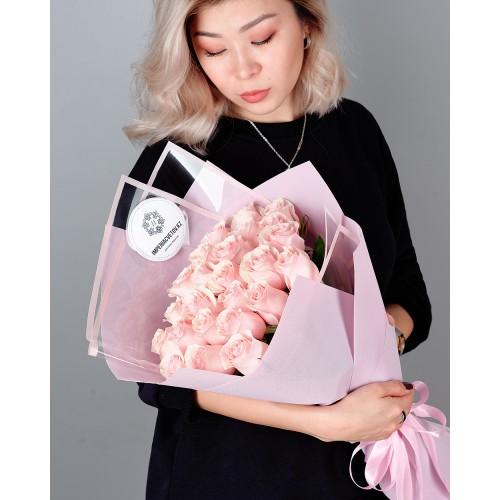 Купить на заказ Букет из 25 розовых роз с доставкой в Жетысае