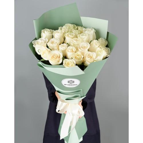 Купить на заказ Букет из 25 белых роз с доставкой в Жетысае